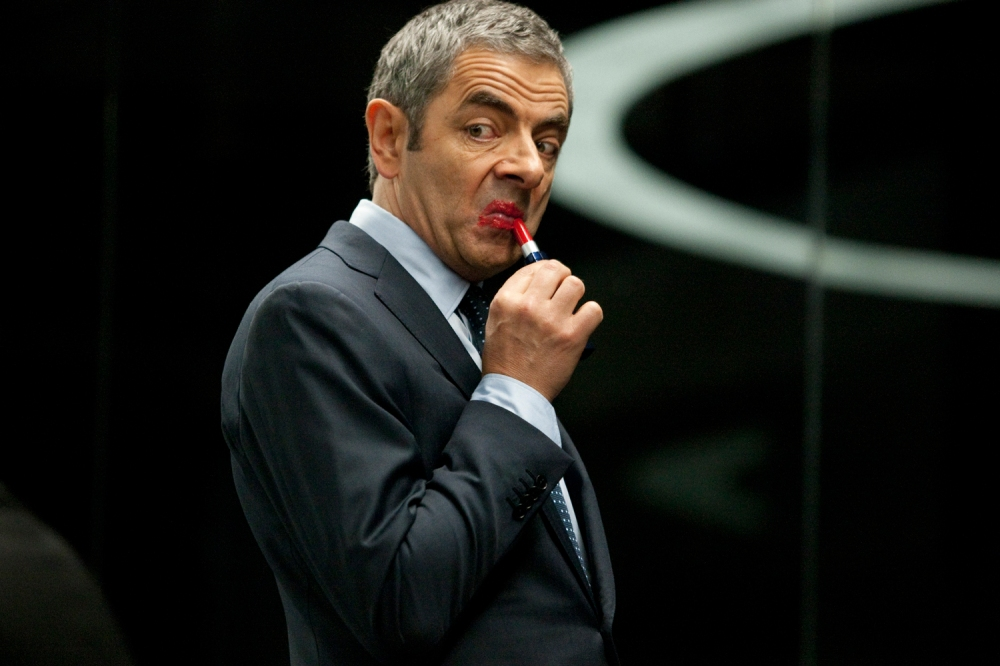 johnny-english-reborn-rowan-atkinson-lipstick